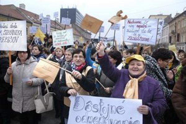 """Pomohli si učitelia štrajkom? Na ich vyššie """"vyštrajkované"""" platy momentálne nemajú dve tretiny stredných škôl v kraji."""