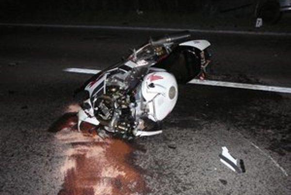 Honda VTR 1 000. Po nehode bola súca do šrotu.