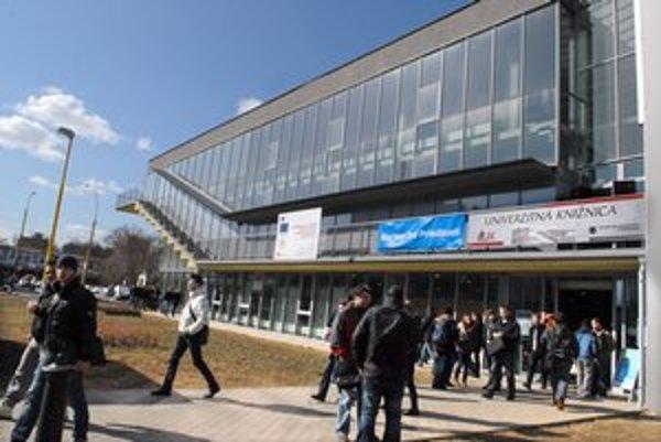 Moderná budova knižnice. Bude miestom poradenstva.
