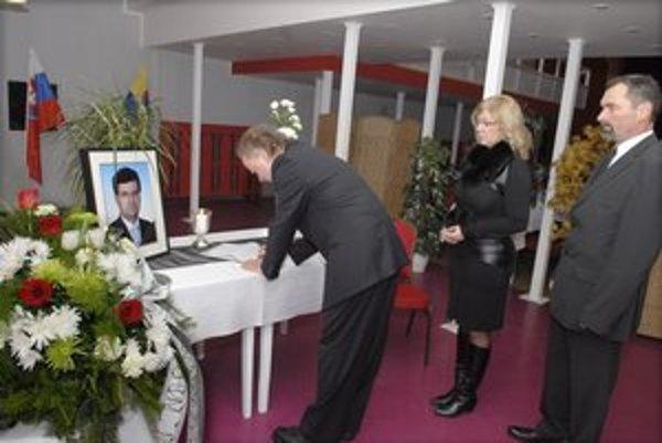 Smútok na úrade. Zástupca starostu Peter Breza, prednostka Gabriela Mináriková a poslanec Richard Tušan.