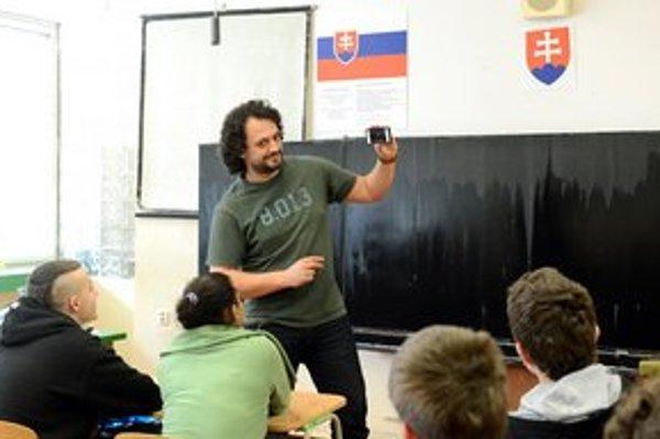 Marián Čekovský v úlohe učiteľa.