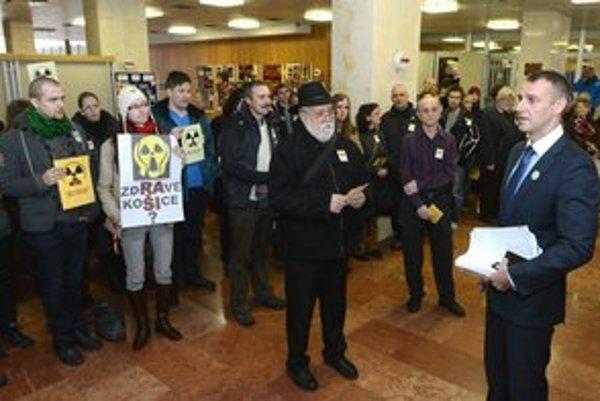 Košický primátor s protestujúcimi aktivistami.