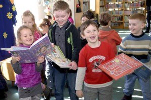 Malí čitatelia. Čítanie kníh je pre nich nenahraditeľné.