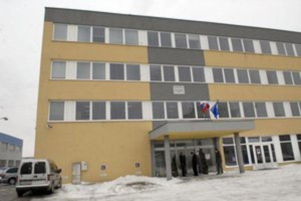 Daňový úrad na Rozvojovej. Vzduch v budove merajú už tretí deň.