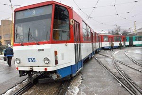 Rozbité trate. V Košiciach ich máme ako maku, mesto by chcelo opraviť zatiaľ 15 úsekov za 40 miliónov eur.