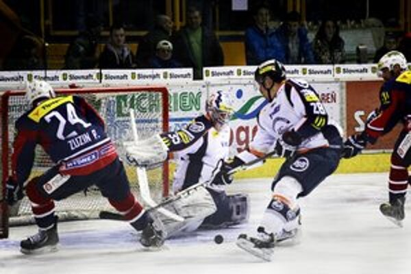 Alexandr Hylák. Brankár HC Košice síce inkasoval len dvakrát, ale jeho tím vo Zvolene opäť prehral.