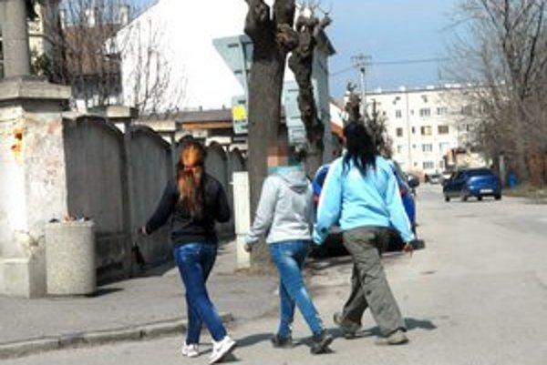 Svätoplukova ulica. Tamojšie kňažky lásky bude sledovať minimálne jedna kamera.