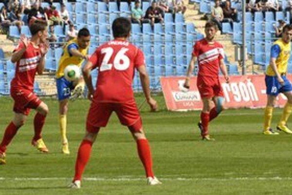 Domáce zakopnutie. Košičania nedali v súboji so Zlatými Moravcami ani jeden gól. Prehrali 0:2.