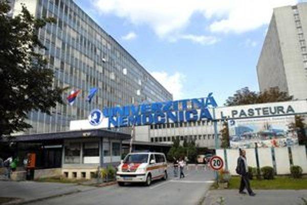 Lôžka pre postihnutých salmonelózou už museli pripraviť aj v nemocnici na Rastislavovej ulici.
