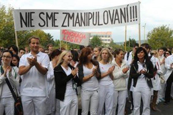 Medikov sa dotkli vyjadrenia ministerky zdravotníctva Zvolenskej na ich adresu.