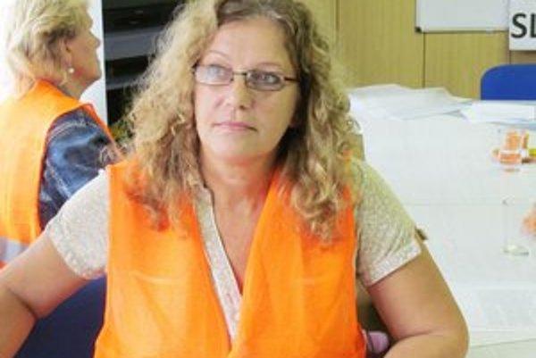 Eva Adamová si na protest obliekla oranžovú vestu.