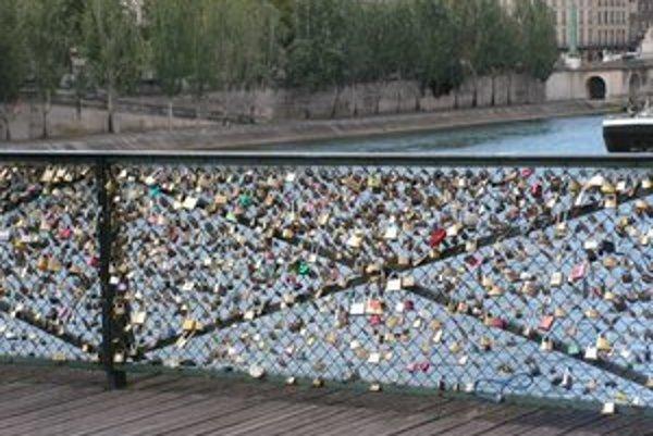 Most zamilovaných v Paríži. Košice by taký mali na Aničke.