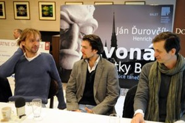 Na snímke zľava choreograf a režisér Ján Ďurovčík, šéf baletu divadla Andrej Suchanov a scénograf Martin Černý.