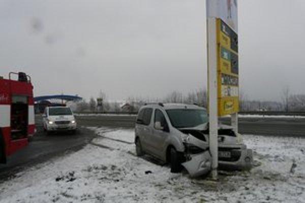 Vodič mal šťastie, odnieslo si to auto.