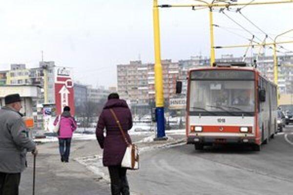 Trolejbusy zatiaľ zostávajú, ale kupovať nové sa určite nebudú.