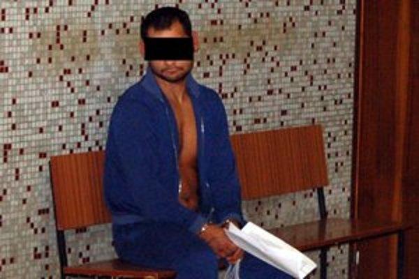 Násilník z okresu Vranov. Hrozí mu doživotie.