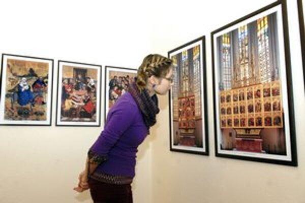Snímky A. Jirouška. Ponúkajú unikátnu možnosť vidieť oltár komplexne.