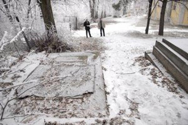Posledné miesto. Na cintoríne v Lorinčíku niet kde pochovávať