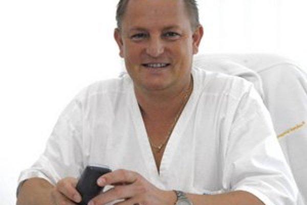Ladislav Rosocha. Ministerka ho poverila vedením nemocnice.