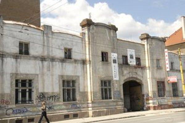 500 000 € pôjde na rekonštrukciu havarijného stavu strechy a budov v areáli Tabačka.