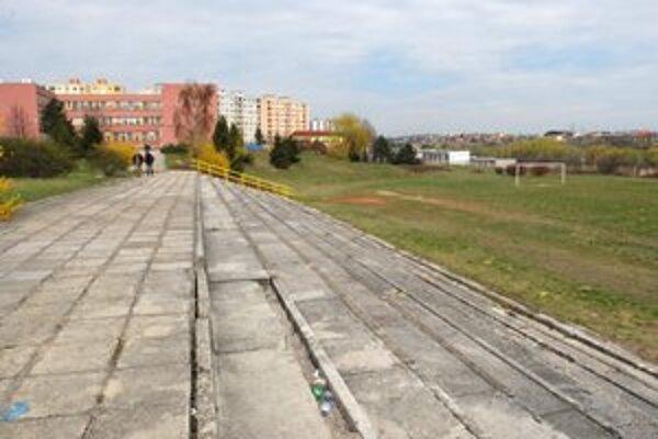 Dnes zanedbané školské ihrisko na Drábovej ulici sa má zmeniť na športovú arénu.