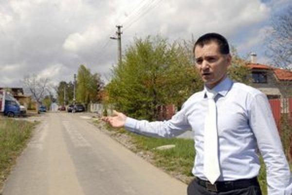 Spor o ľudí. Starosta Pereša tvrdí, že ak je v práve Lorinčík, budú žiadať o posun hraníc.