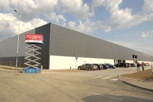 Prvá hala v Immoparku. Zatiaľ sa tam nasťahujú dve logistické firmy.