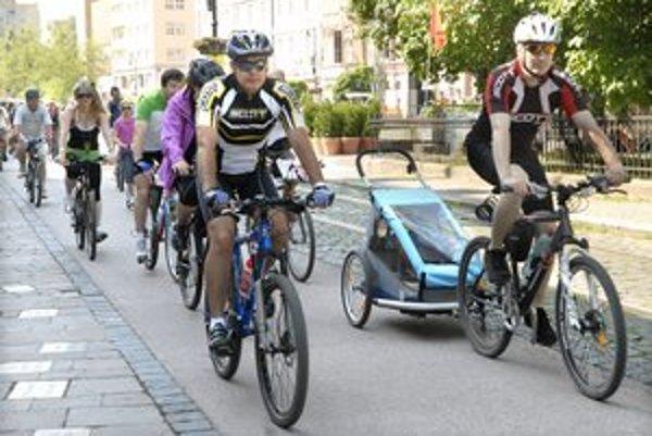 V meste je len pár navzájom neprepojených cyklochodníkov, úsek Námestie osloboditeľov - Čermeľ je výnimkou.