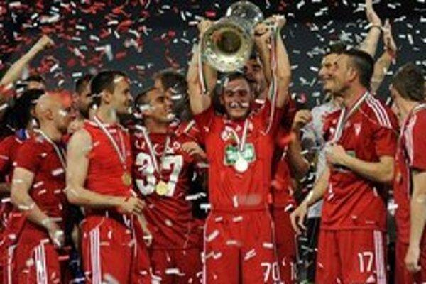 Maďarský šampión. Tohto roku oslavoval aj víťazstvo v národnom pohári.