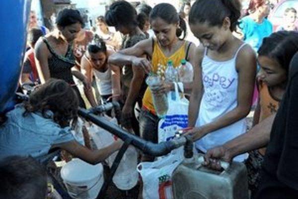 Obyvateľov mestskej časti Lunik IX zásobujú od 1. augusta pitnou vodou z cisterny.