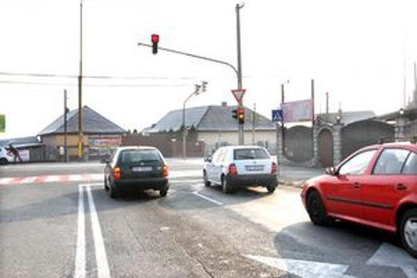 Semafor na Lingove. Odbočiť do mesta bude omnoho ľahšie a rýchlejšie.