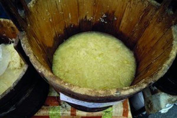 Zravá a v kuchyni atraktívna je kyslá kapusta vznikajúca prekvasením cukrov pomocou baktérií mliečneho kvasenia
