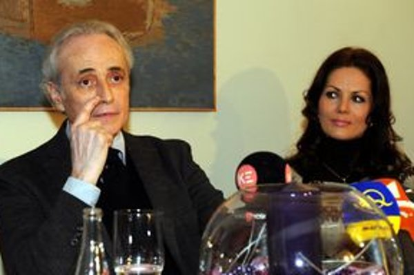 Jose Carreras, vpravo Jolana Fogašová.