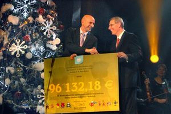 D. J. Rintoul odovzdal P. Krchovi šek na 96132,18 eur