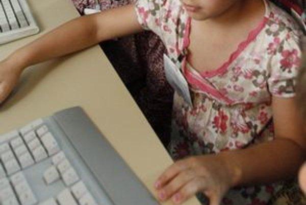 Deti a internet. Košičan s pedofilnými sklonmi sa našťastie nedostal ďalej ako k fotografovaniu