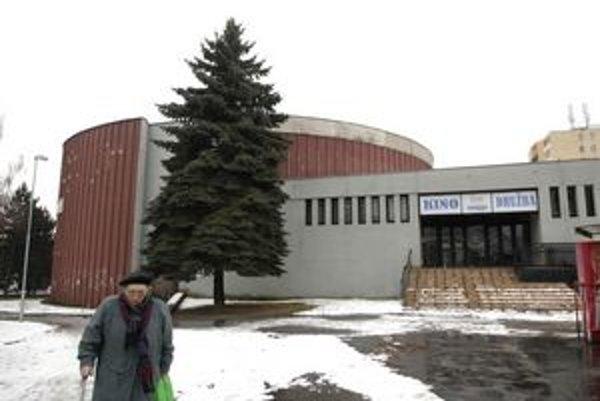Družba. Kedysi šlo o najmodernejšie kino v Československu. Dnes si samospráva s budovou nevie poradiť.