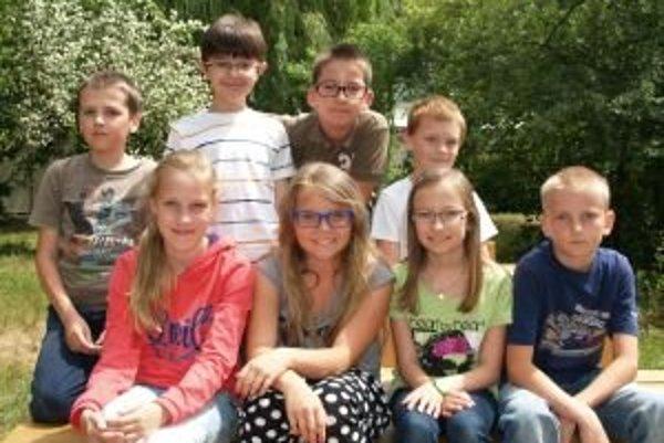 Zľava dolu: Lucia (11), Zina (11), Karin (10), Dávid (11). Zľava hore: Tomáš (10), Adam (9), Maťo (11), Timo (9).