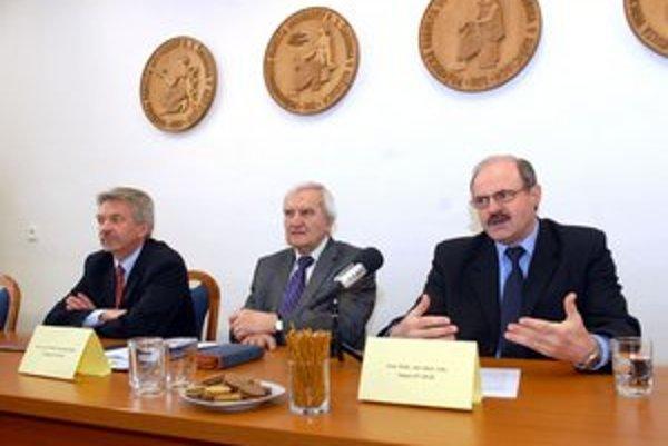 Zľava: Franko, Sabol a Gbúr. Zhodnotili činnosť fakulty.