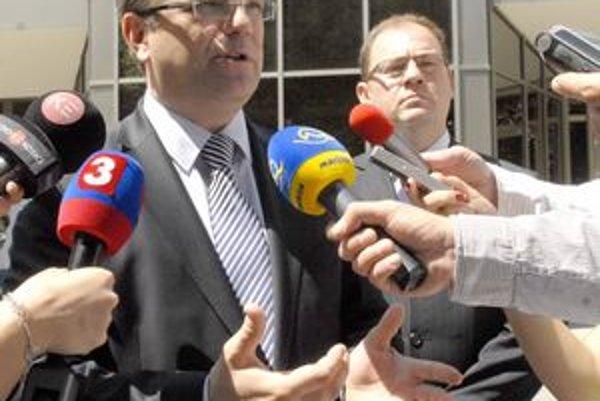 Minister Uhliarik. Redukciu lôžok považuje za správny krok.