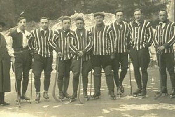 Priekopníci hokeja v Košiciach - mužstvo ČsŠK v sezóne 1923-24.