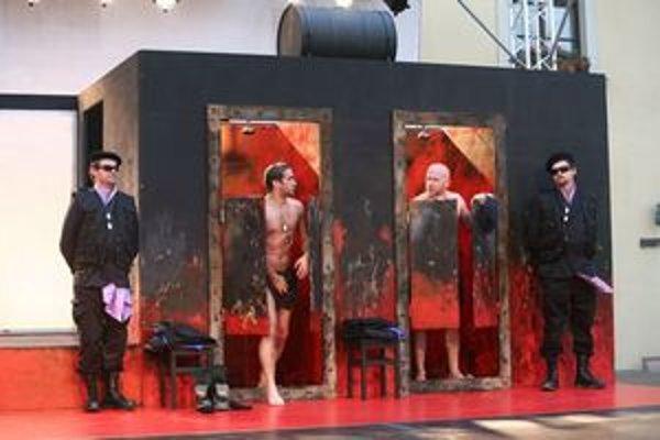 V hre Macbeth sa objavia aj takéto scény