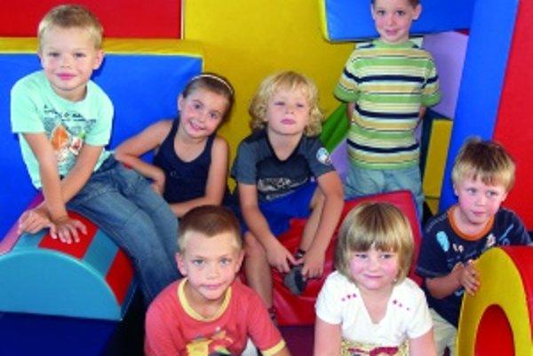 Zľava hore: Peťko (5), Pauli (5,5), Jakubko (5), Danko (5,5), Riško (5,5)Zľava dole: Lukáško (5), Paulínka (4,5)FOTO - ALENA ŠTIFILOVÁ