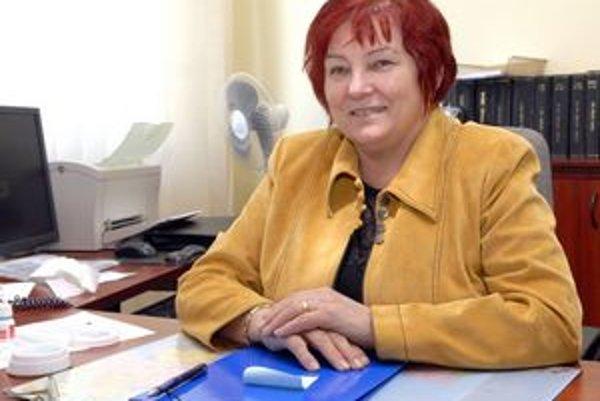 Angela Michňová. Konkurz vyhrala poverená riaditeľka.