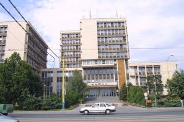 Krajský súd v Košiciach. Jedného z jeho zamestnancov súdia za spreneveru.
