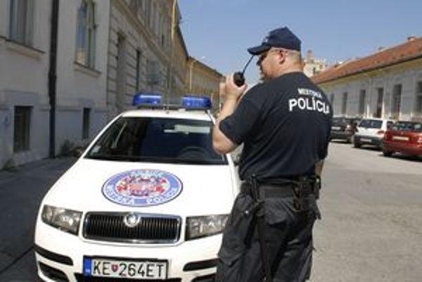 MsP v čiernom. Policajti, ktorí ich už majú, tvrdia, že sú lepšie ako modré.