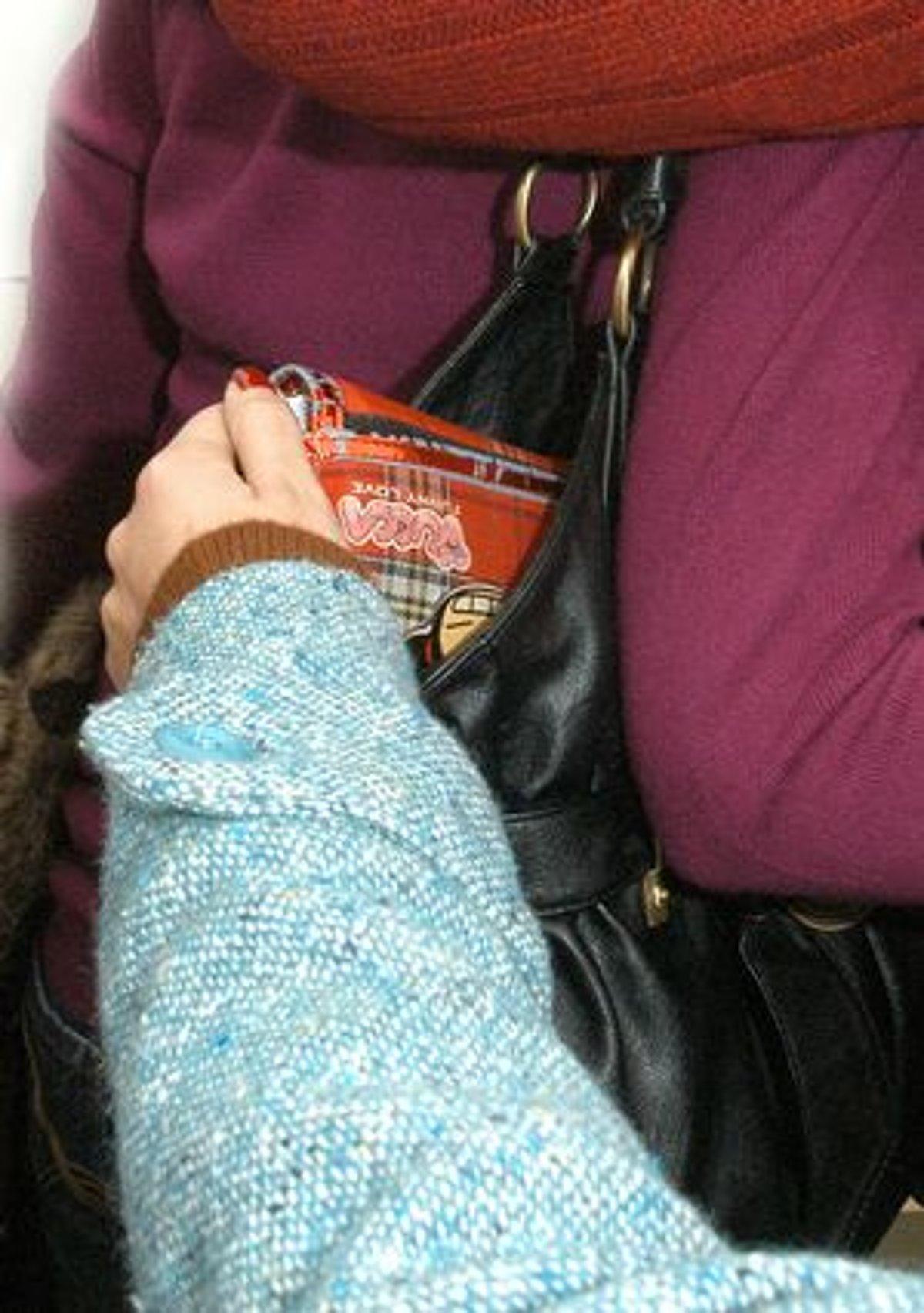 Zlodej v kancelárii. Z kabelky zobral peňaženku a zmizol - myzvolen ... 287ac28060a
