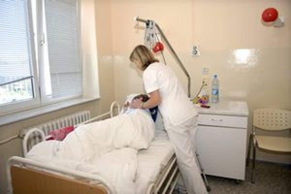 Zdravotníci. Z akej nemocnice a koľko ich bude v Košiciach, zatiaľ nie je jasné.