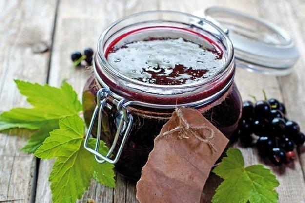 Voňavý džem z čiernych ríbezlí