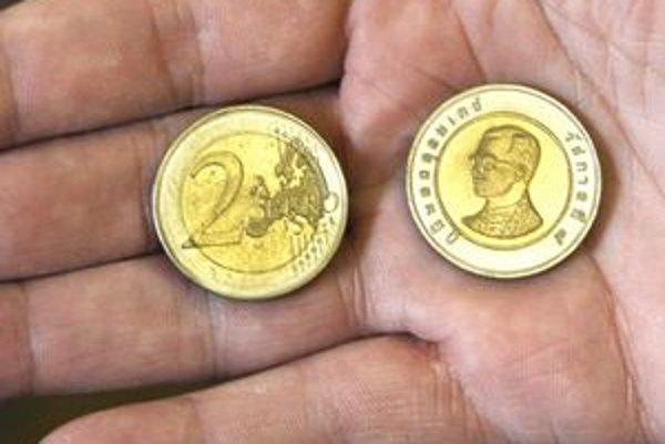 Výdavok. Namiesto dvojeurovky dostal Košičan 10 thajských bahtov.