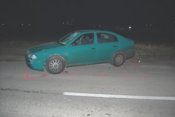 Smrteľná nehoda. Znalec dospel k záveru, že ju zavinil vodič neprávnou jazdou.